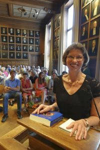 Kitty Bouwman tijden de promotieplechtigheid aan de Universiteit Utrecht